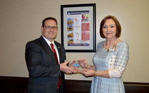 Scott Hurst of HMR of Alabama presents the Pinnacle Customer Experience Award to Angela Rose, Administrator of Bill Nichols State Veterans Home in Alexander City.